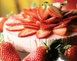 Torta s kremom od jagoda