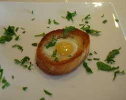 Jaja na oko na ploškama kruha