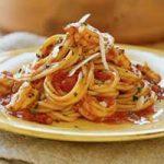 Špageti s lukom i gljivama