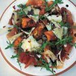 Topla salata od pečene bundeve, pršuta i pecorina