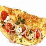 Omlet s lukom i rajčicom