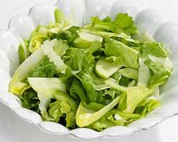 Zelena salata s jogurtom i češnjakom