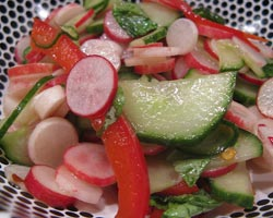 Salata s rotkvicom i kobasicama