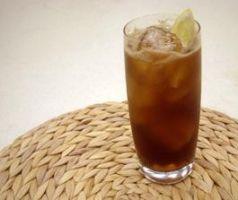 Hladni čaj s rumom i kakaom