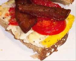Jaja sa slaninom i rajčicom