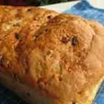 Kruh sa slatkim pečenim crvenim lukom i češnjakom