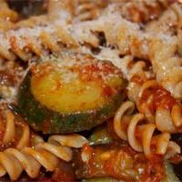 Tjestenina s rajčicom, patlidžanima i tikvicama