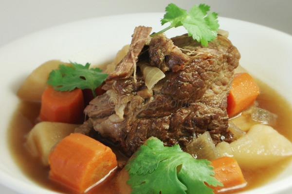 Lonac od povrća i mesa