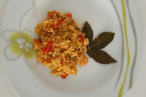 Đuveč s paprikom i rajčicom