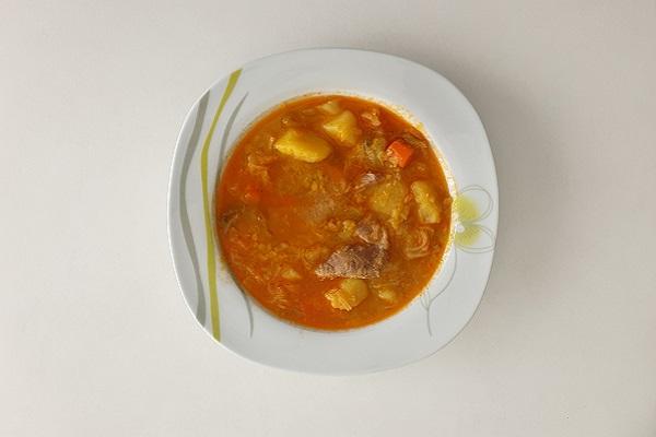 Varivo od kelja, krumpira i mesa