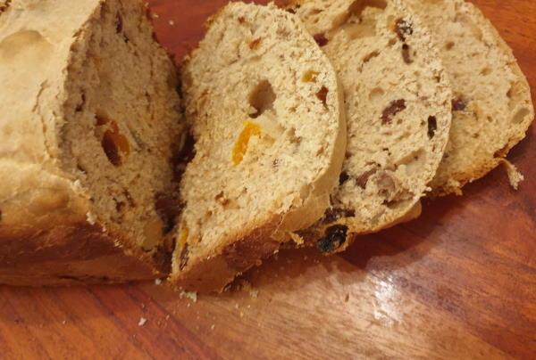 Božićni slatki kruh iz pekača (kao Stollen)